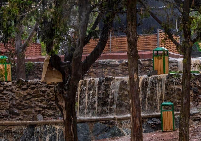 جمال الطبيعة وشلالات الأمطار بمنطقة #الباحة.