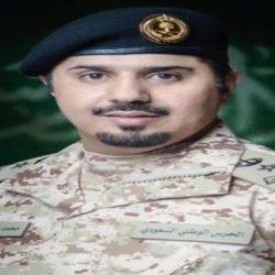 كشافةشباب مكة تقلد تركي نيفاوي المنديل والباج الكشفي
