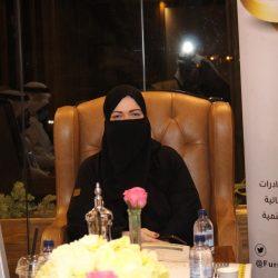سيدة  تقتحم بسيارتها مطعمًا في جدة و تهشم واجهته الزجاجية