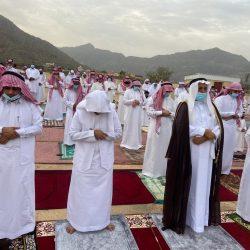 وكيل محافظة الطوال الأستاذ جابر بن محمد عواف يؤدي صلاة عيد الفطر المبارك