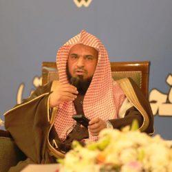 مدير مركز حي العوالي يُكرم الدكتور مروان طيب