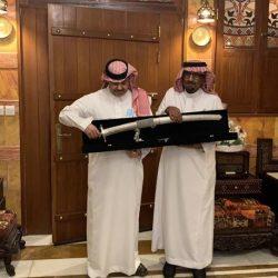 وكيل محافظة العيدابي النعمي يؤدي صلاة العيد  بجامع أبو بكر الصديق