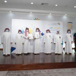 """اليوم : سفير عُمان لدي المملكة """" آل سعيد """" ضيف برنامج أبعاد في إذاعة الرياض في تمام الثامنة ."""