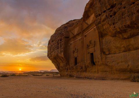 العلا تصحب السياح في رحلة إلى عاصمة العالم القديم